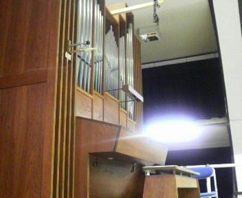 講堂のオルガン