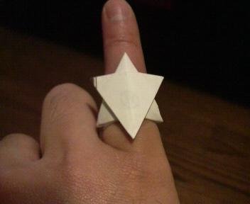 長い割り箸袋で六芒星の指輪2