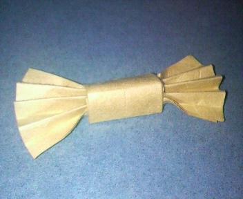短い割り箸袋で蝶ネクタイ