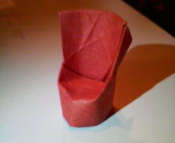 短い割り箸袋で背もたれのある椅子