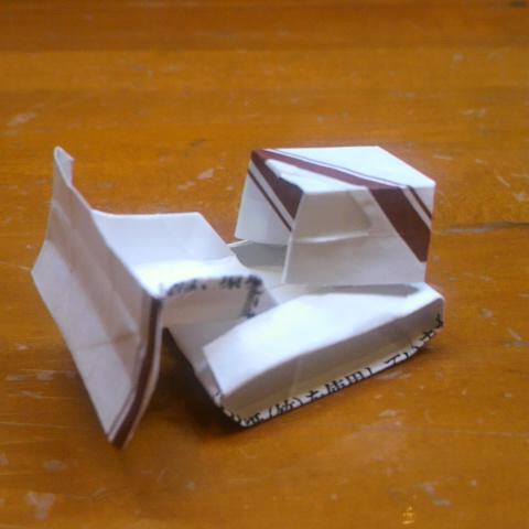 長い割り箸袋で折るブルドーザー試作