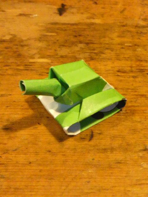 短い割り箸袋で戦車